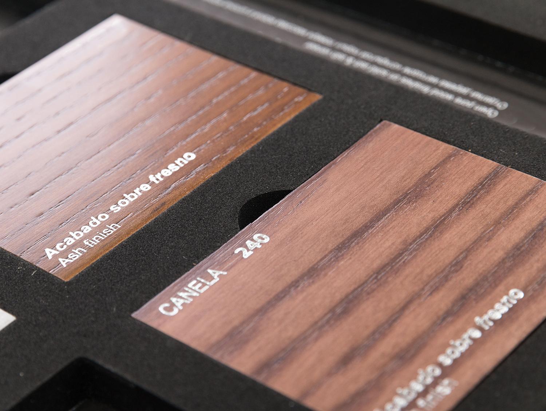 Carpetas de madera comprar carpeta a4 folio con pinza for Muestrario de azulejos